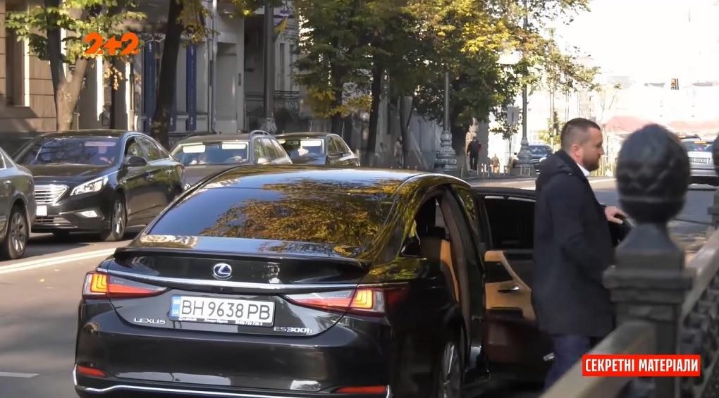 Не вказані в деклараціях: нардепи дивують новими автомобілями