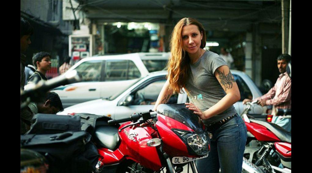 Дівчина з України взялася об'їхати світ на мотоциклі